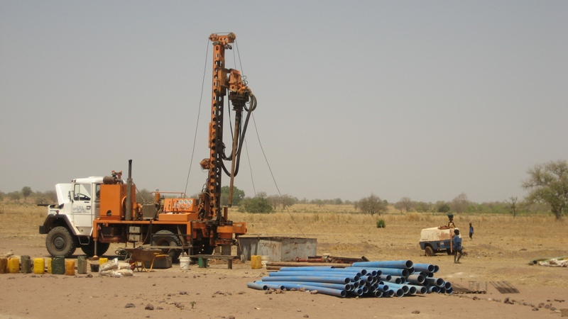 Drilling a borehole so extract large volumes of water